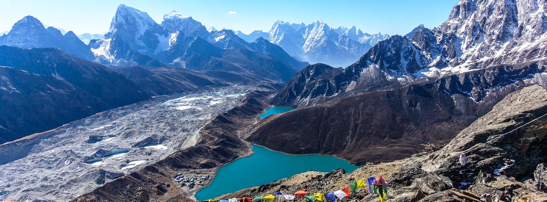 Базовый лагерь Эвереста через озера Гокио от Луклы